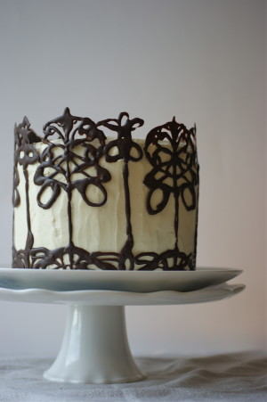 Cake Decorating Chocolate Piping : Pipe a Classy Chocolate Garnish or Cake Decoration