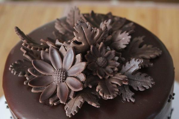 Cake Decorations For Chocolate : Making Flowers with Modeling Chocolate for Cake Decorating